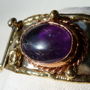 Amethyst cabochon tricolour metal bangle