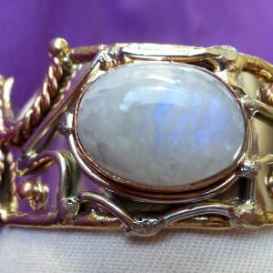 Moonstone cabochon bangle in tricolour metals