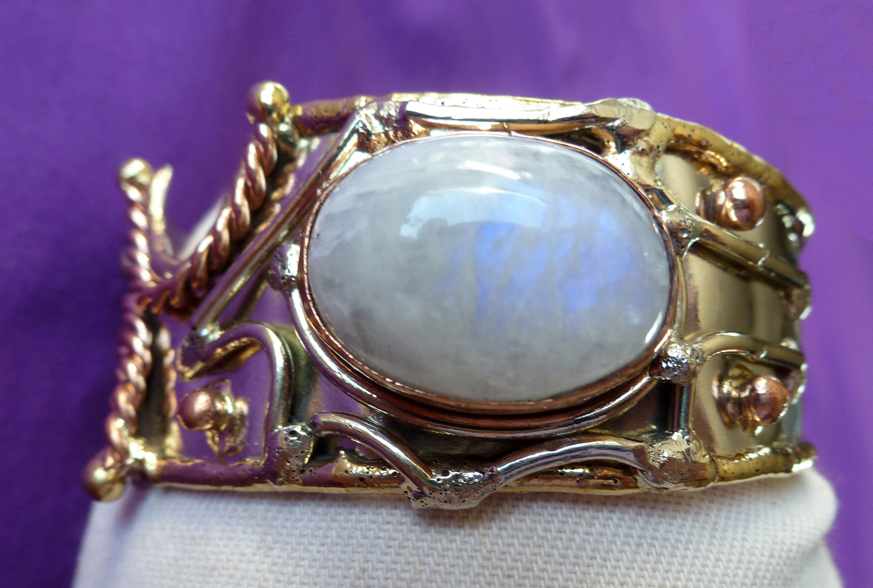 Moonstone cabochon bangle in tricolour metals