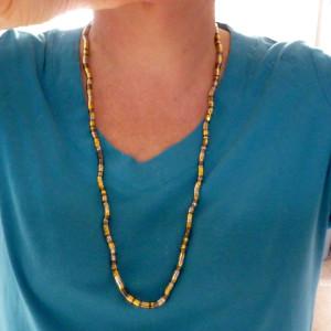 Bendable tricolour metal necklace